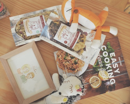 Cook book and granola Imagens