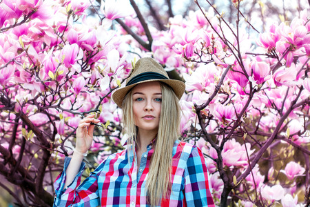 Lovely cutie blonde woman wtih flowers loong at camera. Spring time 免版税图像 - 39229510