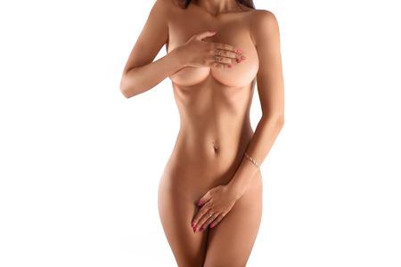 cuerpos desnudos: hermoso cuerpo femenino sin ropa en el fondo blanco. tiro del estudio. horizontal. espacio de la copia. Foto de archivo