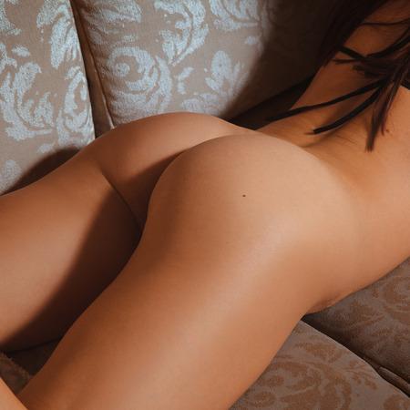 sexo femenino: nalgas femeninas sexuales. culo desnudo. bum caliente. parte trasera de la mujer. culo perfecto.