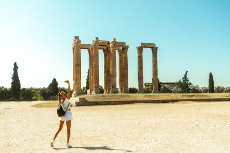 stylish young girl near the ruins of ancient Greece 스톡 콘텐츠