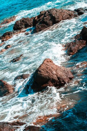Blue Seascape with waves and rocks 免版税图像