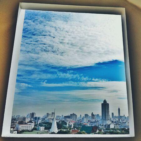 cielos azules: Cielos azules Foto de archivo
