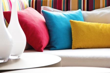 blue leather sofa: Cuscino tessuto decorativo naturale Archivio Fotografico