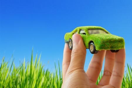 eco car: Eco auto pictogram op blauwe hemel achtergrond Stockfoto