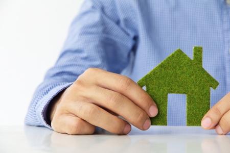 Hand met eco house icoon