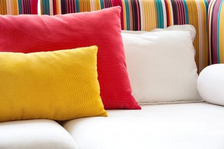 detail van kleurrijke kussen natuurlijke stof