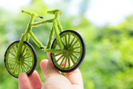 Hand Holding Eco fiets pictogram concept Stockfoto
