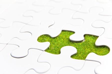 ontbrekende puzzelstukje, groene ruimte concept Stockfoto