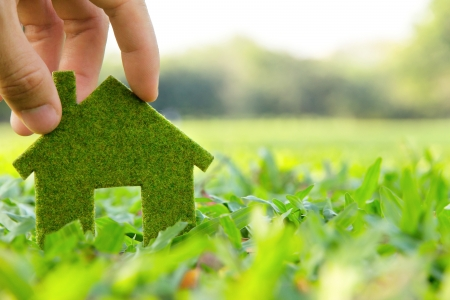 Hand houden van eco huispictogram begrip