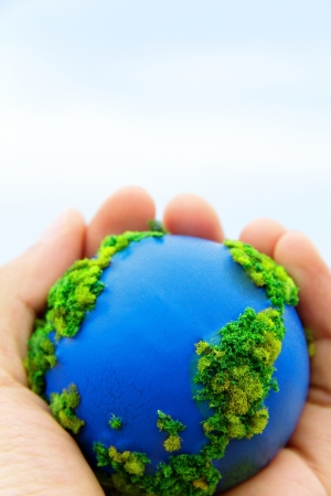 Aarde in handen, Concept Bewaar groene planeet Stockfoto