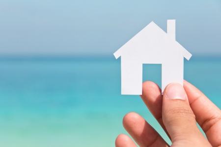 Mano que sostiene icono de la casa, mi concepto de casa de sus sue? Foto de archivo - 20888285