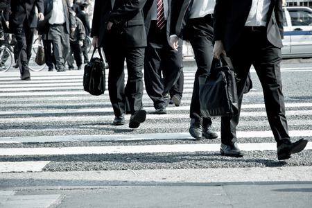 얼룩말 횡단, 일본 도쿄에서 출퇴근 시간에 출퇴근하는 사람들
