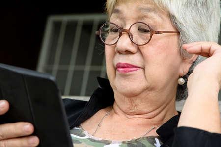 palmtop: Senior woman with tablet