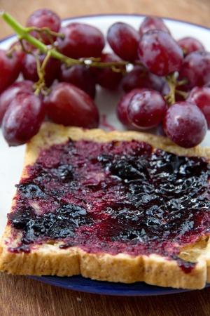 jelly sandwich: grape jelly sandwich