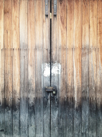 PUERTA: Antigua puerta de madera Foto de archivo