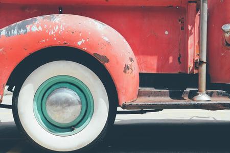 camioneta pick up: Imagen de la vendimia camión de recogida de opinión de lado trasero de la rueda
