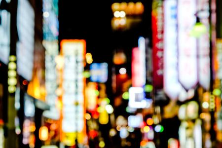 夜、渋谷、東京東京通りの焦点ライトから