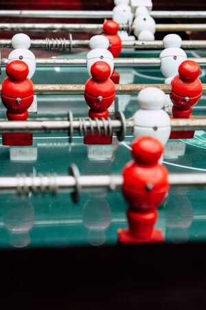 Table football game with red and white players 版權商用圖片