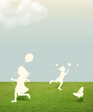 paper cut: silhouet van meisje en jongen speelt met vlinder en Ballon onder hemel papier te snijden stijl Stockfoto