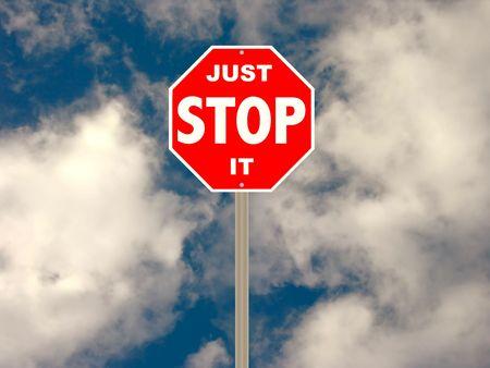 Humoristische versie van een stop teken ter aanduiding van een slechte gewoonte te stoppen, stop vervuiling van het milieu, enz. Stockfoto