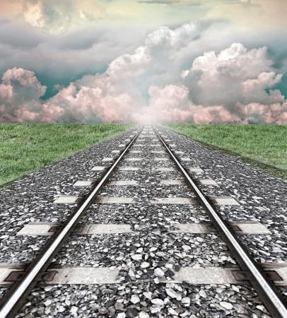 Railroad sporen naar een verre licht Stockfoto
