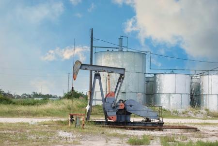 oil derrick: Oil Derrick pumping oil near Houston, Texas USA