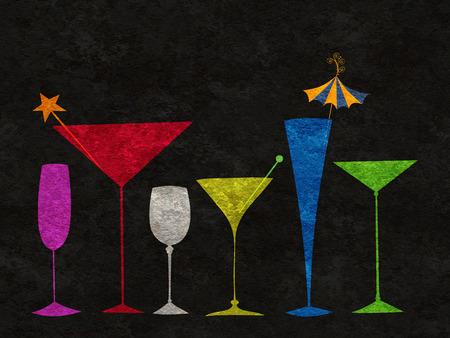Geassorteerde veelkleurige gestileerde glazen voor martini, wijn, etc staan in een rij