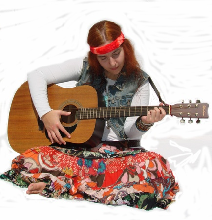 Hippie Girl with Guitar Sitting Banque d'images