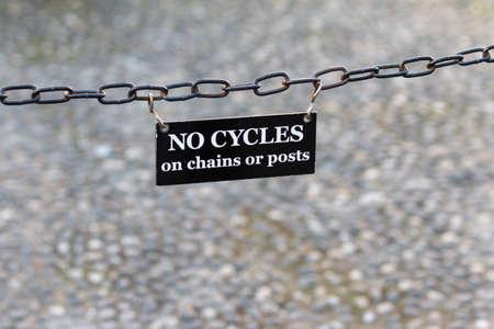 ciclos: No Ciclos Banners: No hay ciclos en las cadenas o postes Foto de archivo