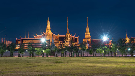 Temple of the Emerald Buddha (Wat Phra Kaew) of Bangkok, Thailand. Public Buddhist Temple and also a landmark. The historic centre of Bangkok, within the precincts of the Grand Palace. (Twilight Shot) Banco de Imagens