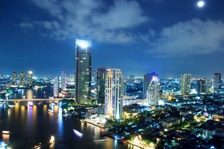 the center of the city: Ciudad de Bangkok en el crep?sculo Foto de archivo