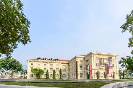 SINGAPORE - 19 oktober 2014: Museum voor Aziatische beschavingen in Singapore. Collectie omvat artefacten als gevolg van de culturele achtergrond van Singapore waaronder keramiek, mandenmakerij, en textiel. Redactioneel