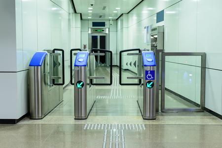 Entree naar lift van het station voor kreupel en blind.