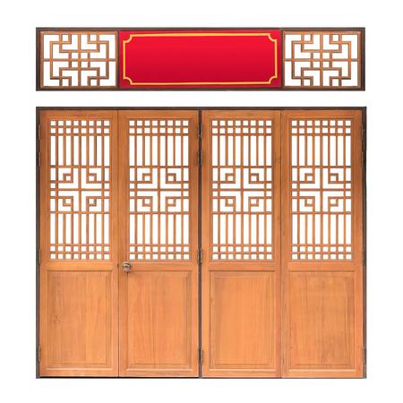 wood door: fen�tre traditionnelle asiatique et le mod�le de porte, cadre rouge, porte en bois de style chinois avec chemin de d�tourage, isol� sur fond blanc Banque d'images