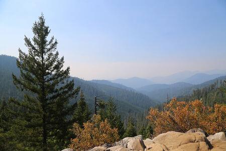 View of surrounding Mountains in Crater Lake, Oregon. Фото со стока - 31975938