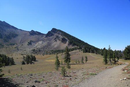 crater lake: Hiking trail at Crater Lake National Park
