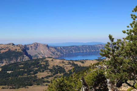 crater lake: Hiking trail at Crater Lake National Park