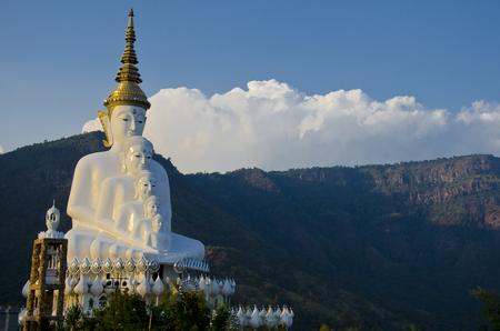 buddism: Wat Pra That Pha Son Keaw buddism temple in Petchaboon, Thailand