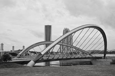 taman: Lakeside bridge at Taman Seri Empangan Putrajaya, Malaysia