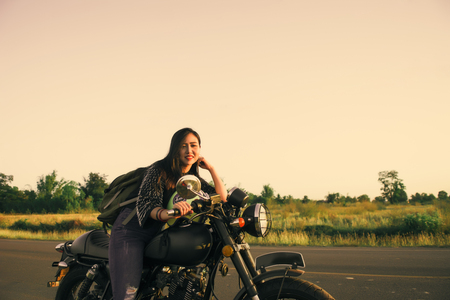 Young woman drive with motorbike on street, enjoying freedom and active lifestyle, having fun on a bikers tour. 免版税图像 - 124964653