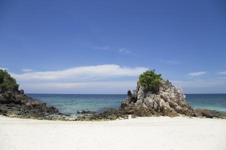 Andaman Sea, clear water, emerald green, the vast blue sky, beautiful sandy beaches, beautiful beaches.