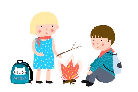 Camp d'été pour enfants avec feu et sacs à dos