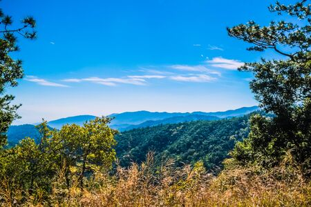 big mountain with blue sky background 免版税图像