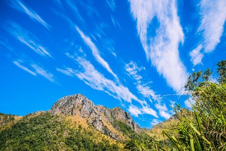 big mountain with clear blue sky 免版税图像