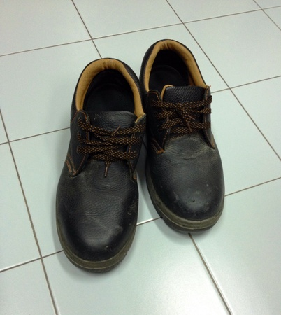 safety shoes: Safety shoes black color