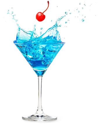 cherry falling into a blue cocktail splashing isolated on white Standard-Bild