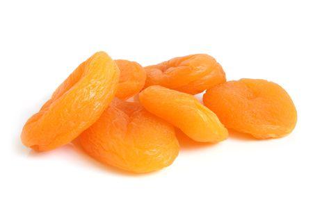 frutos secos: Orejones sobre un fondo blanco