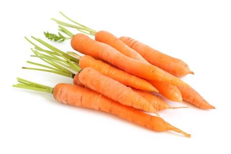 zanahoria: Zanahorias frescas sobre un fondo blanco Foto de archivo