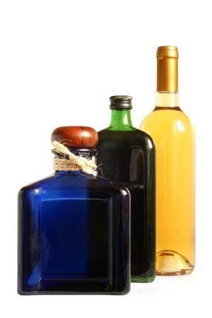 Botellas de bebidas alcoh�licas en un fondo blanco Foto de archivo - 11847149